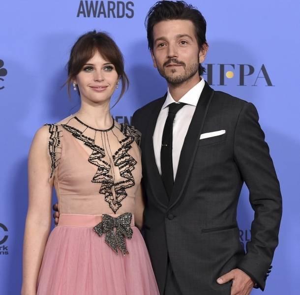 Felicity Jones y Diego Luna en los Golden Globes 2017
