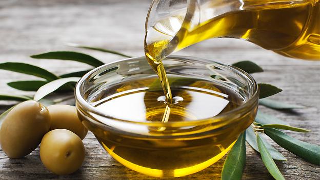 Los aceites y la hierba para el crecimiento de los cabello