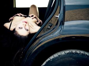 Las mejores posturas para tener sexo en el coche y otros datos