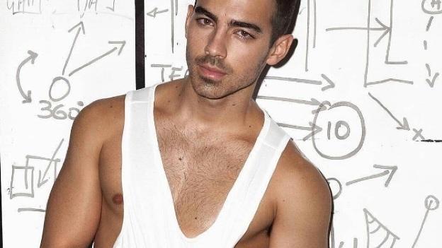 Joe Jonas asegura haber vivido en una casa embrujada