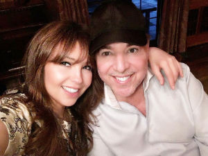 ¡Muy consentida! Thalía muestra romántica sorpresa que le dio Tommy Mottola (VIDEO)