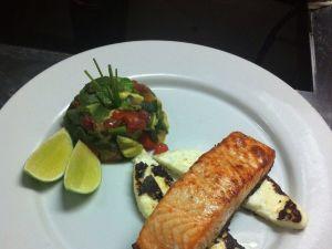 Vuelve al camino saludable con un salmón con queso panela