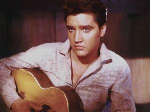¿Elvis Presley sigue vivo? Nueva fotografía asegura que no ha muerto
