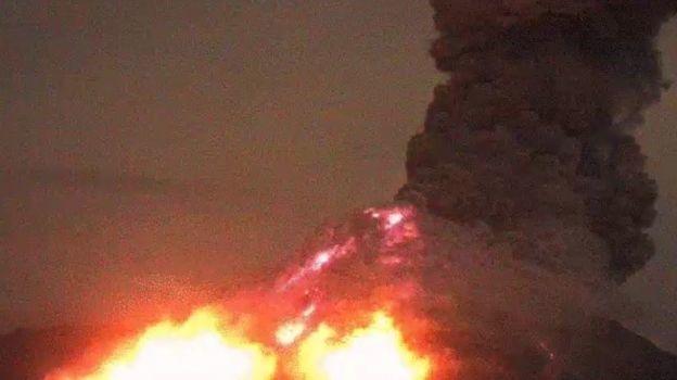 Cae ceniza en dos municipios de Jalisco por Volcán de Colima