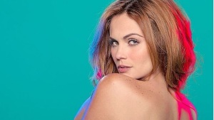 ¡Laura Carmine, una villana que enloquece con tanta sensualidad!