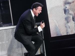 Luis Miguel celebra 35 años de carrera musical con emotivo video