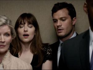 ¡OMG! 'Christian' deja sin ropa interior a 'Anastasia' en '50 Sombras' (VIDEO)