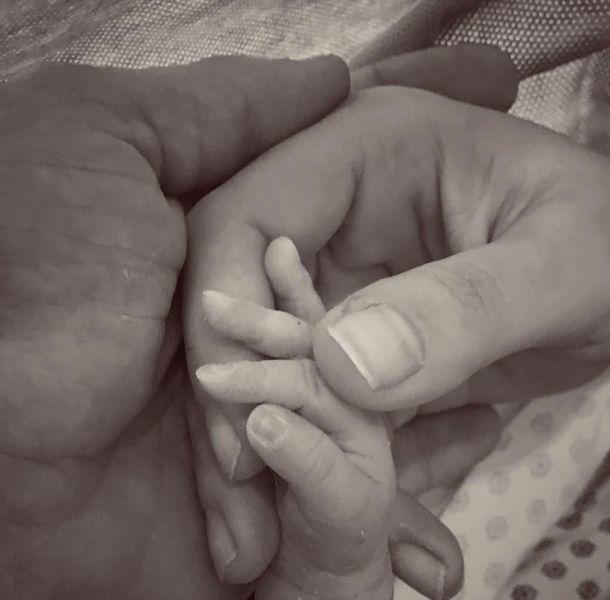 Julián Gil presentó la primera foto del bebé que tuvo con Marjorie de Sousa