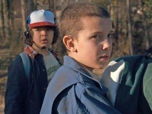 'Eleven' presume nuevo look en la primera imagen de 'Stranger Things 2'