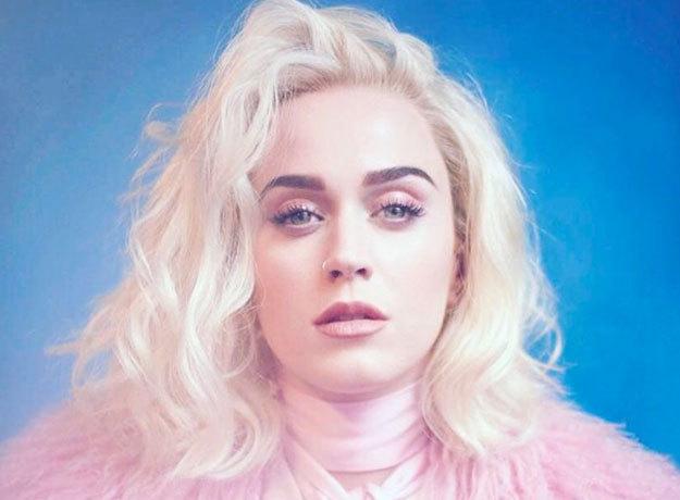 Katy Perry regresa a la música con un look totalmente rubio