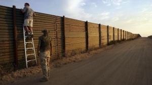 Darán contratos para el muro en abril