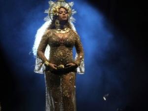 Beyoncé roba show pero ¡Adele le arrebata triunfo! ... Lo mejor del Grammy