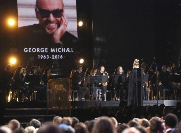 Adele metió la pata al equivocarse y repetir canción en Grammy 2017