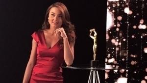 VIDEO: Angelique Boyer graba promocionales de los Premios TVyNovelas entre las estrellas