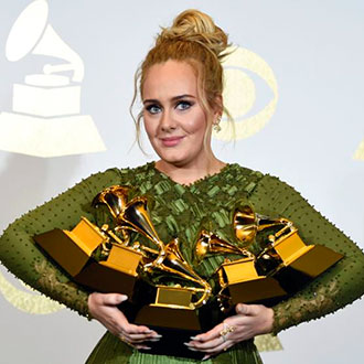 Adele rinde tributo a Mean Girls en los Grammy