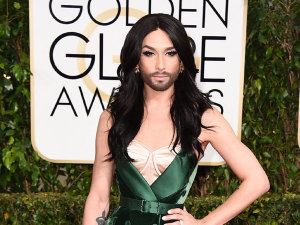¡OMG! Cantante quiere 'matar' a la 'mujer con barba'