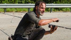 The Walking Dead muestra la matanza de zombies más grande (VIDEO)