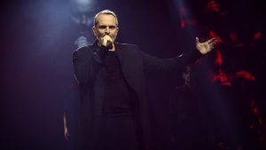Miguel Bosé recordó a Juan Gabriel en concierto en el Auditorio Nacional