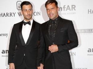 OMG! ¡Ricky Martin conoció a su sexy prometido en Internet!