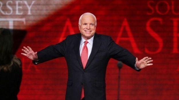 'Dictadores' empiezan reprimiendo a la prensa, señala McCain sobre Trump