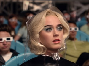 Katy Perry presume de nuevo look en video 'Chained to the Rhythm'