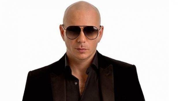 Pitbull la regó en Twitter
