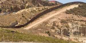 Niños de la frontera cantan a México