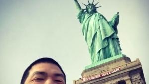 'Bienvenidos Refugiados' a la Estatua de la Libertad