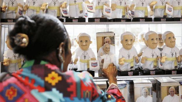 El Vaticano amenaza a quien haga mal uso de la imagen del papa