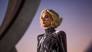 katy perry bailarin caida escenario brit awards 2017