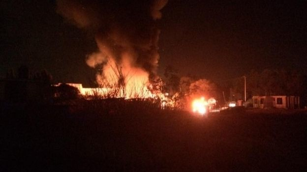 Incendio consume recicladora de llantas en Teoloyucan