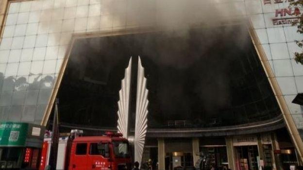 Al menos 10 muertos por un incendio en un hotel en el este de China