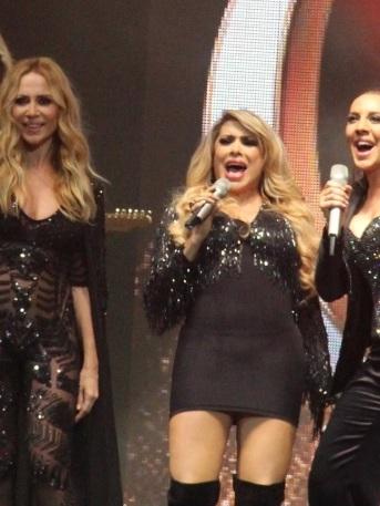 marta sanchez monica naranjo beso lesbico concierto grandiosas internacional video