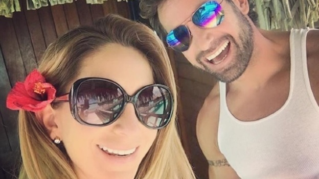 Geraldine Bazán disfruta en sexy bikini vacaciones con Gabriel Soto (fotos)