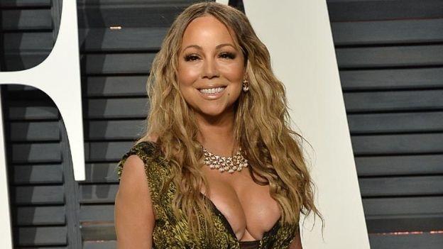 Mariah Carey enseña de más con tremendo escote (FOTO)