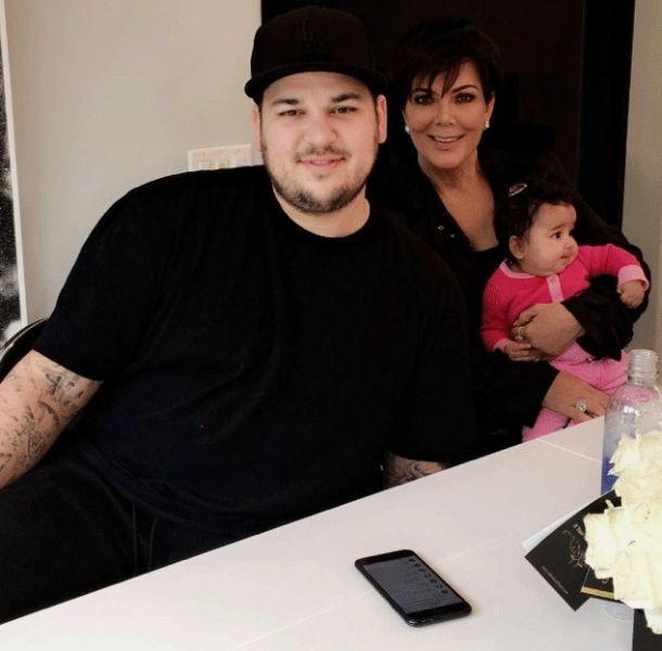 Rob Kardahsian junto a su madre y su pequeña hija Dream