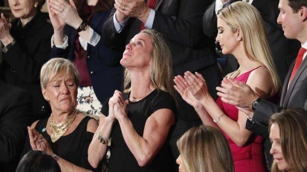 ¿Trump se aprovechó de la viuda ovacionada por el congreso?