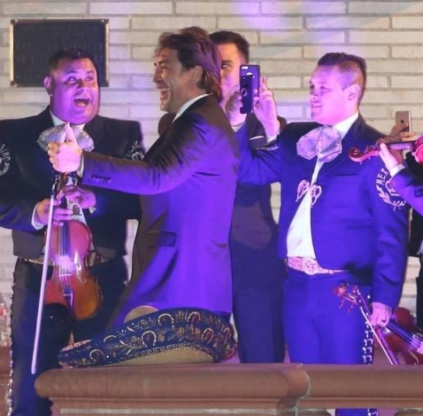 Salma Hayek llevó mariachi a la fiesta de los Premios Oscar