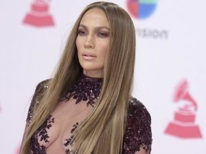 Jennifer Lopez presume sexys curvas con candentes y divertidos bailes (VIDEO)