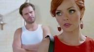 Valeria le da una cachetada a León