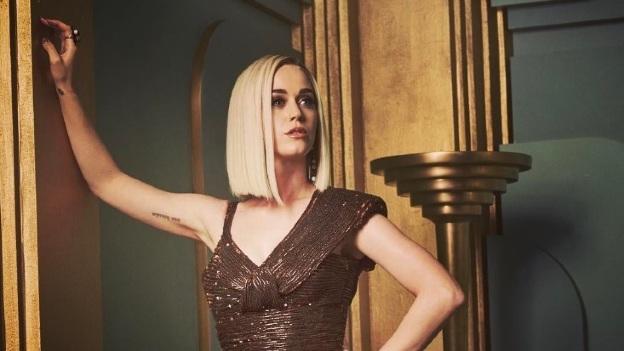 Katy Perry vive penoso accidente en alfombra roja (foto)
