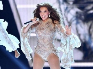 ¡Thalia cambia de look y le llueven memes! (video)