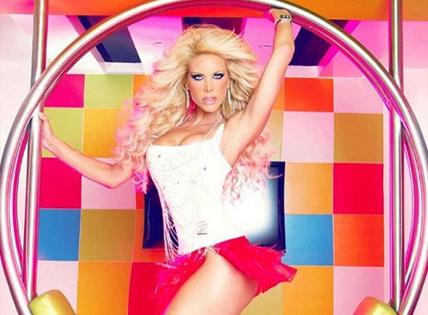 Lorena Herrera fue censurada por mostrar desnudos en la portada de su canción Freak