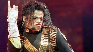 Lanzan primer tráiler de polémica película biográfica de Michael Jackson
