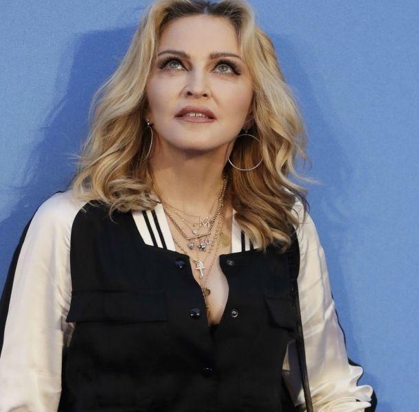 Madonna luce irreconocible como
