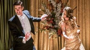 The Flash y Supergirl quedarán atrapados en un musical en nuevo avance