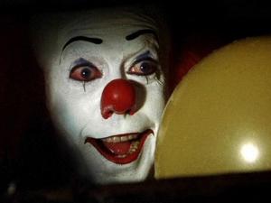 ¡Qué horror! Presentan nueva imagen de 'Eso, el payaso'... ¡en la alcantarilla!