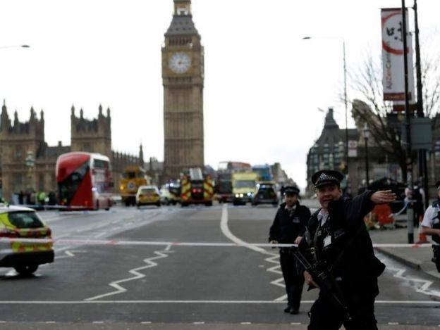 Suman 5 muertos y 40 heridos tras ataque terrorista en Londres