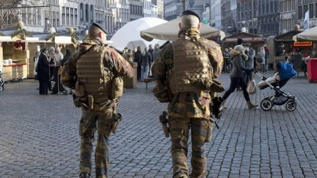 Hombre intenta atropellar a muchedumbre en Amberes, Bélgica