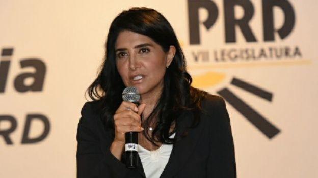 Alejandra Barrales regresa al Senado y mantiene dirigencia del PRD